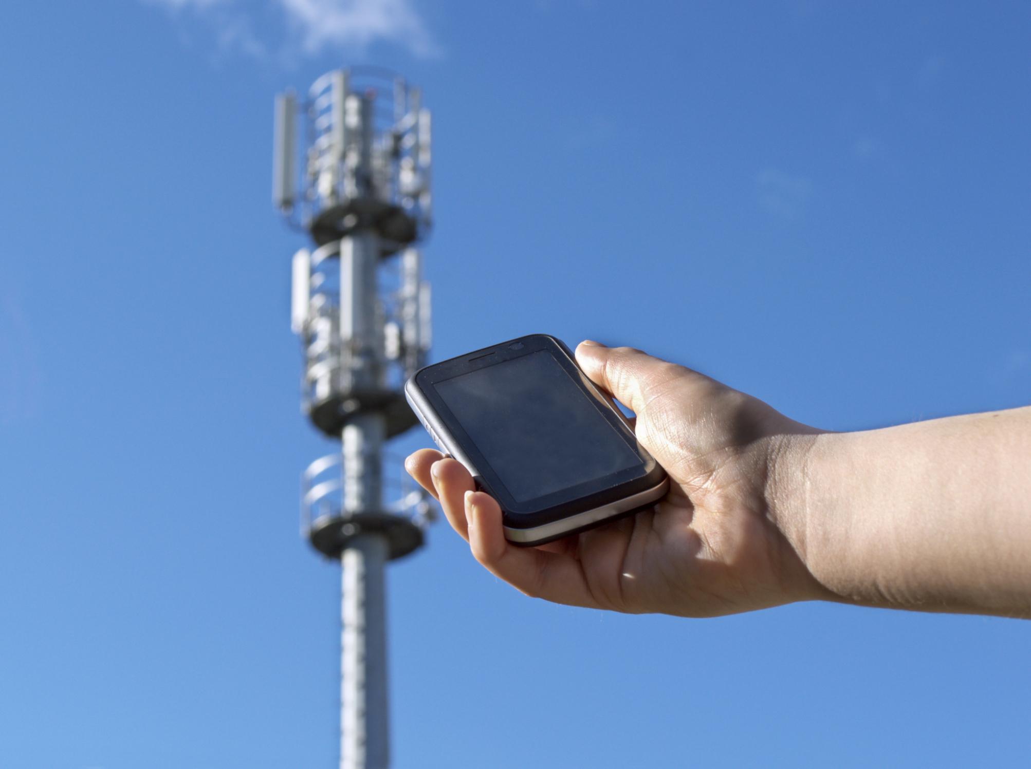 Agydaganatot okozhat a mobil! Vizsgálatot követel 200 tudós.