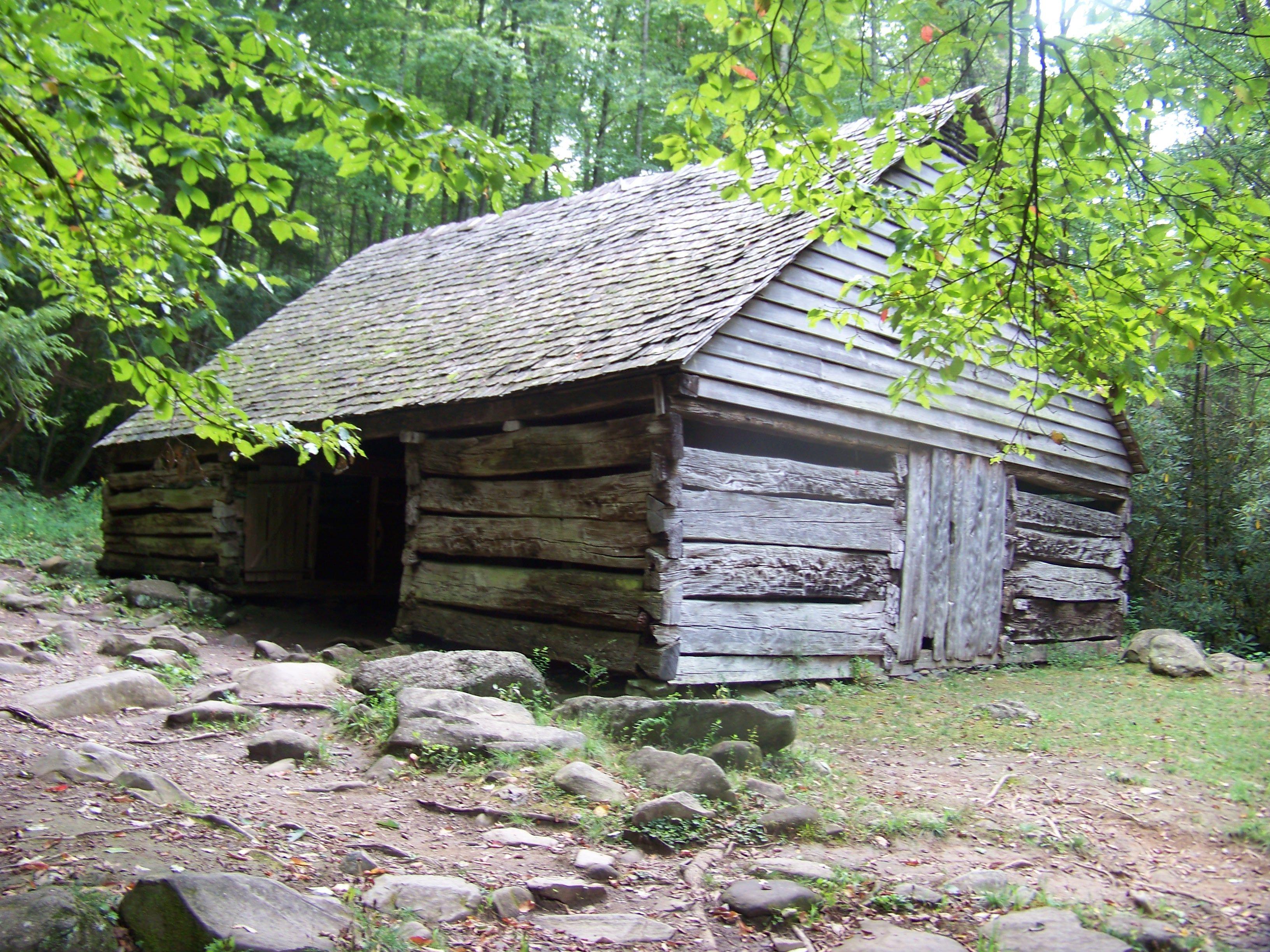 1800\'s log cabin barn in 2019.