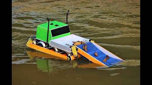 Water Cleaning Boat.