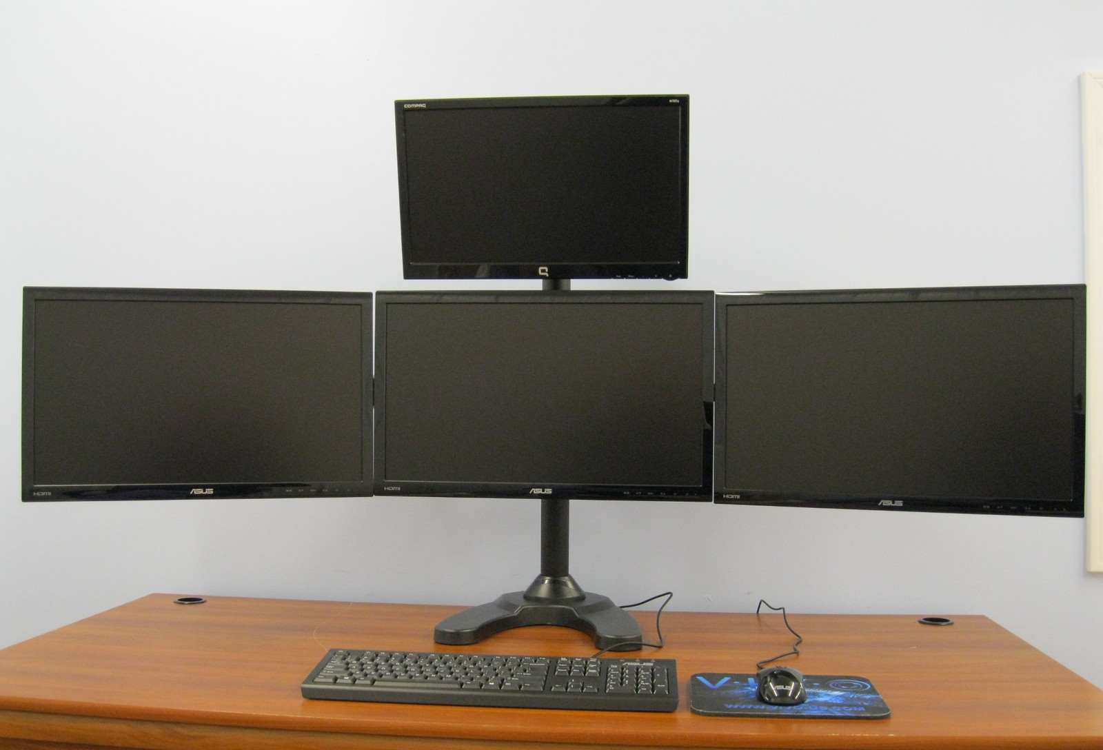 Quad monitor clipart.