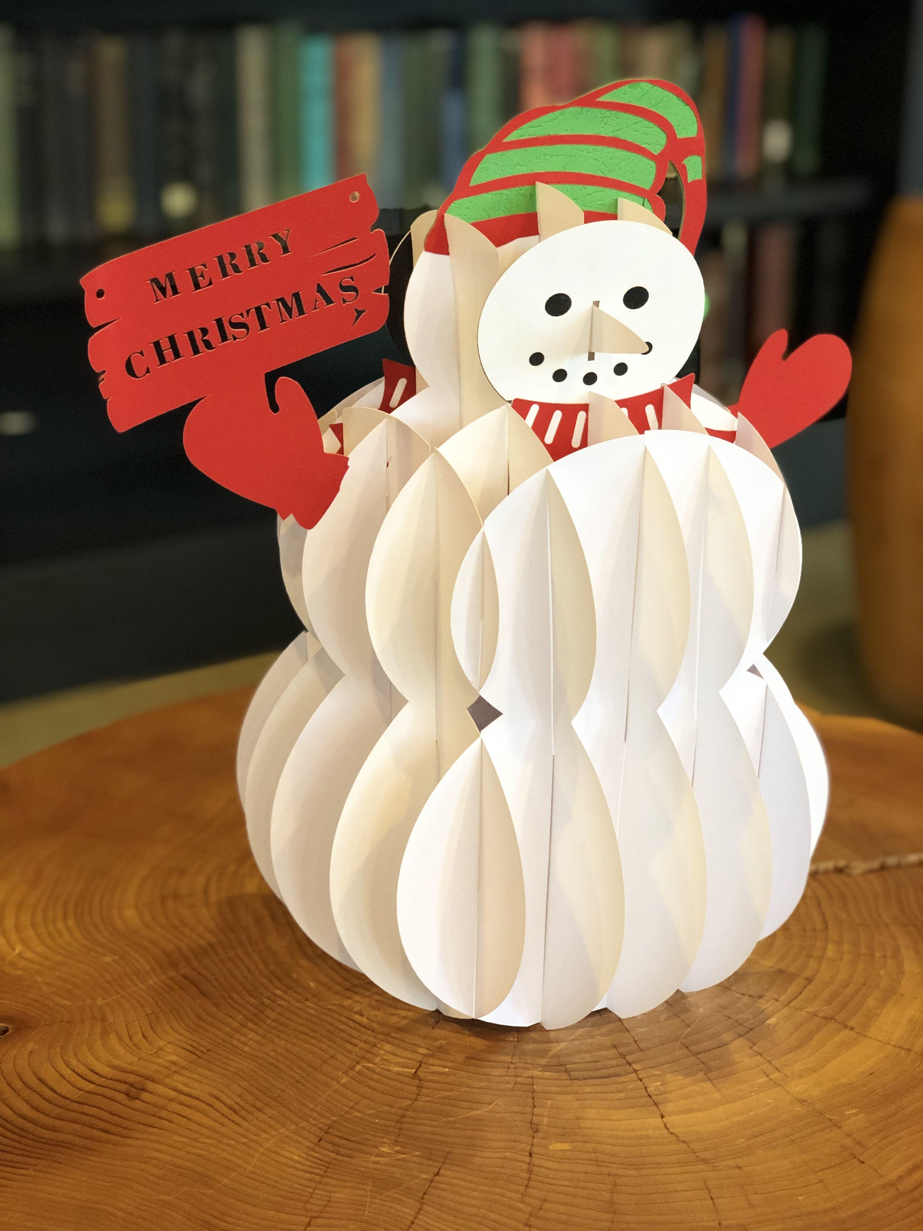 3D paper snowman.