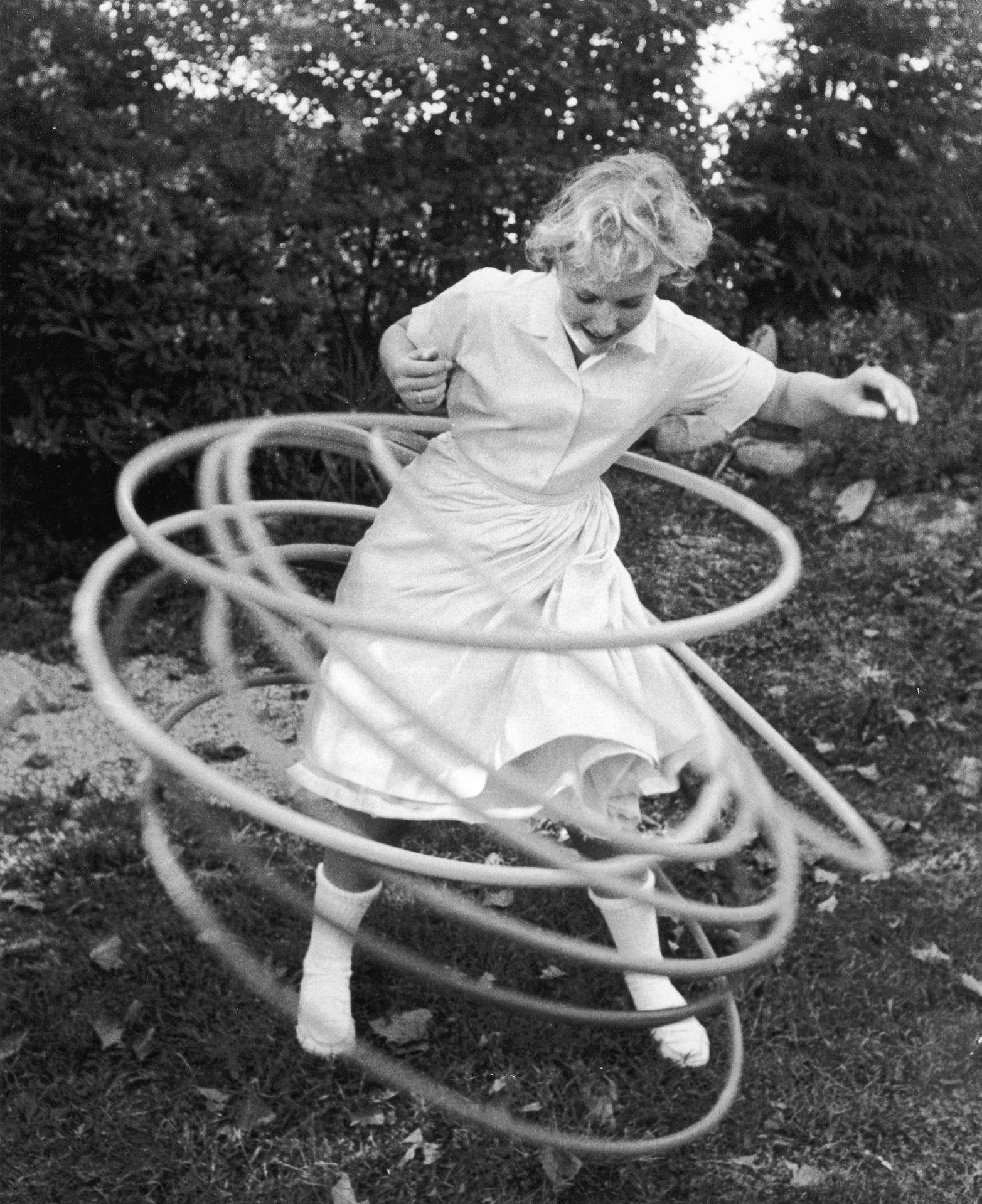 hula hoop, 50s I never could hoola hoop, my sister sure.