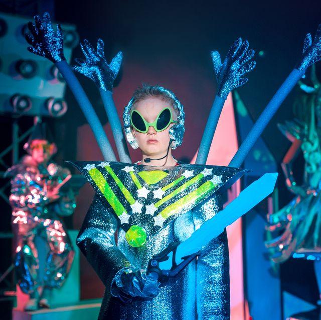 17 DIY Alien Costume Ideas.
