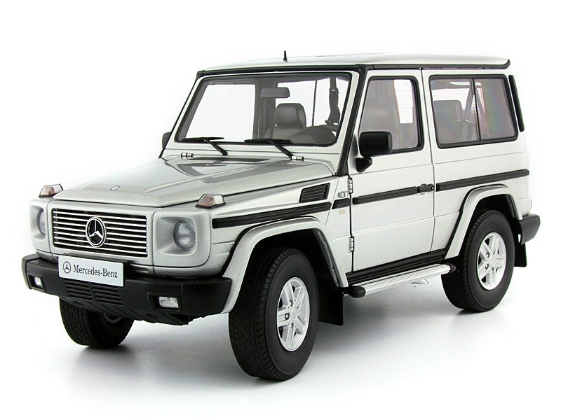 1:18 MERCEDES BENZ G model 90s SWB silver.
