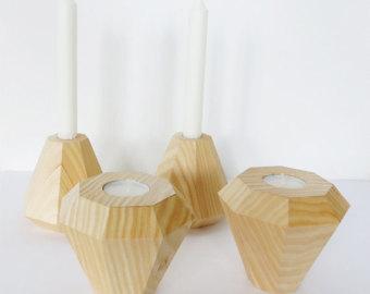 Kerzenständer aus holz.