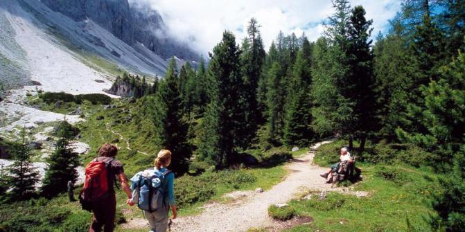 The Adolf Munkel Trail and the alpe di Funes • Hiking Trail.