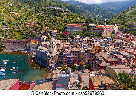 Panorama of Vernazza, Cinque Terre, Liguria, Italy.