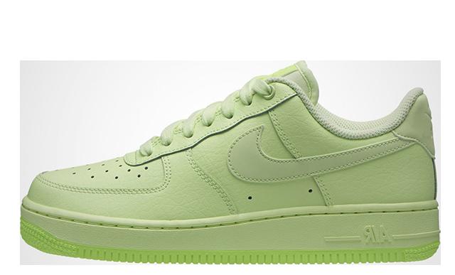 Nike Air Force 1 07 Volt.
