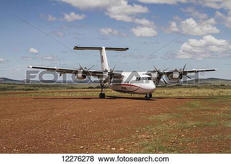 Pictures of Air Kenya DeHavilland Dash 7 on the airstrip, Masai.