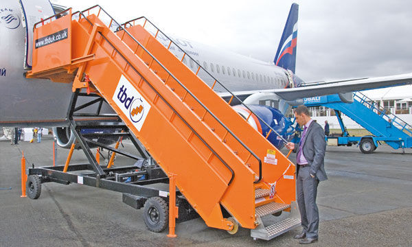 Towed passenger boarding stairs / for aircraft.