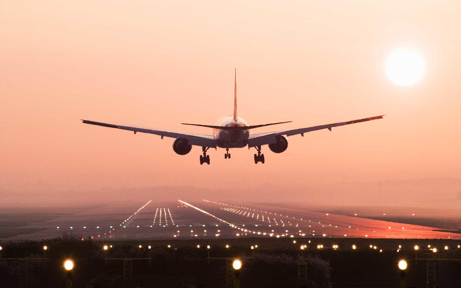 Seven Amazing Airplane Landings.