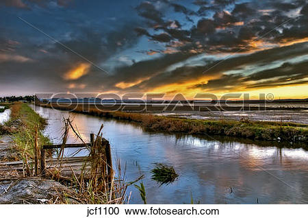 Stock Photography of Spain. Valencia. La Albufera Lake. Edge canal.