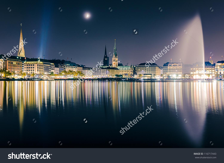 View Across The Inner Alster Lake (Binnenalster) In Hamburg.