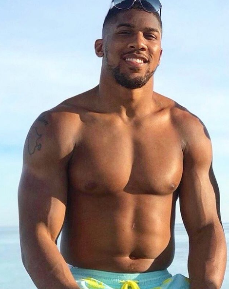 Fans shocked by Anthony Joshua's new look, and say heavyweight ace.