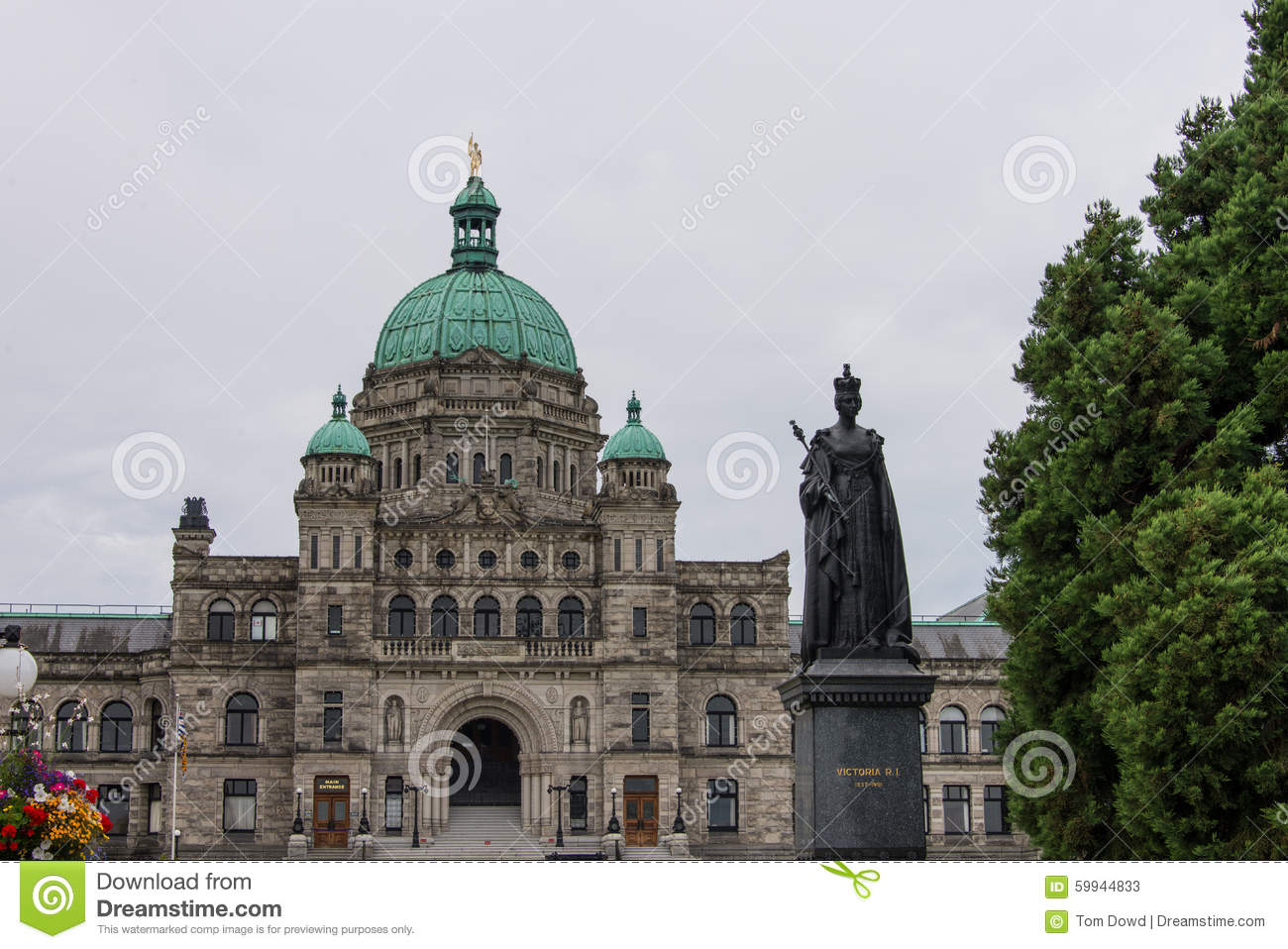 Statue Of Queen Victoria, British Columbia Parliament Building.