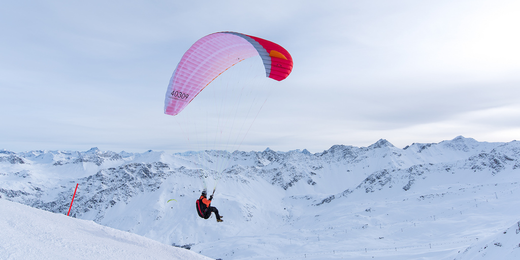 The World's Best Photos of graubünden and paragliding.