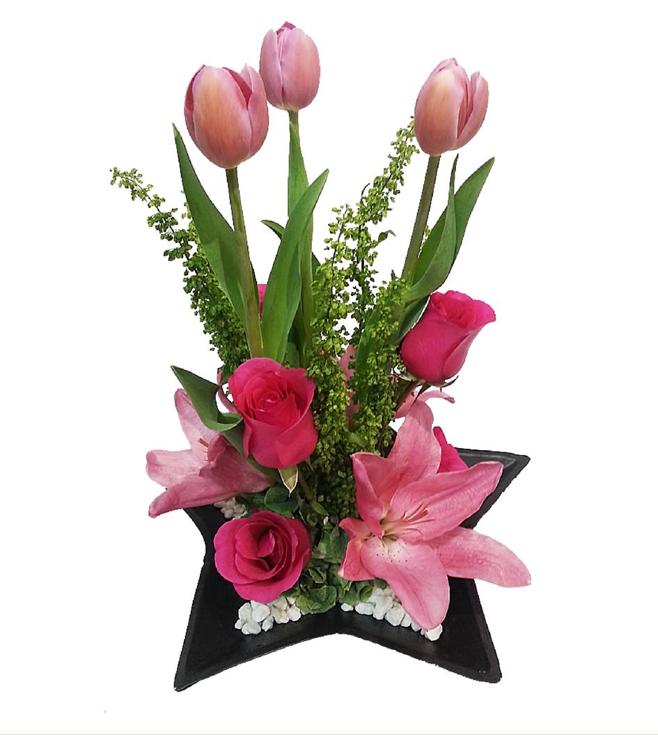 Arreglos florales de tulipanes.