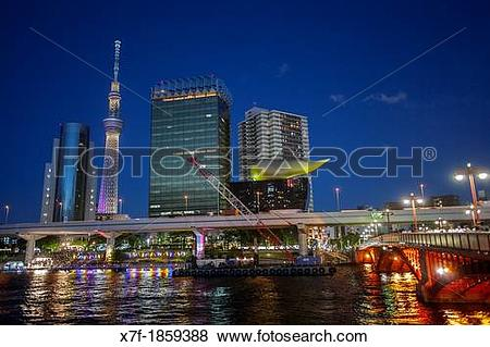 Pictures of Sky Tree and Asahi building from Sumidagawa river.