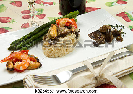 Picture of risotto with shrimp, mussels, asparagus and mushrooms.