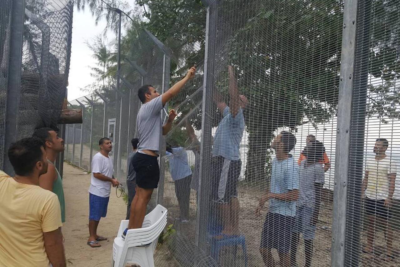 Asylum seekers refuse to leave Papua New Guinea camp despite loss of.