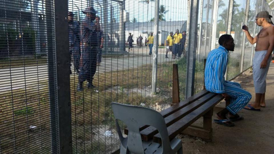 PNG police enter Manus Island camp, order asylum seekers to leave.
