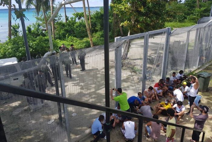 Australia and PNG agree to extend contracts for Manus Island asylum.