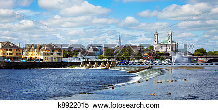 Stock Image of Athlone city and Shannon river k8922015.