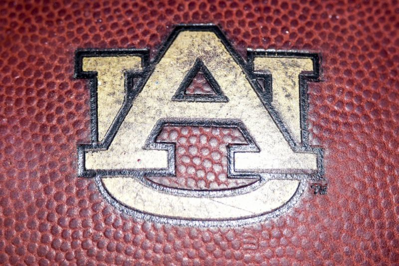 Auburn alters its logo, says it does not have a new logo.