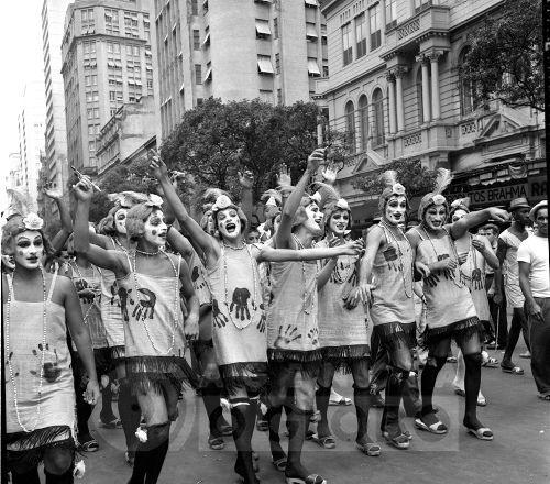 Carnaval de rua na Avenida Rio Branco. 1960..