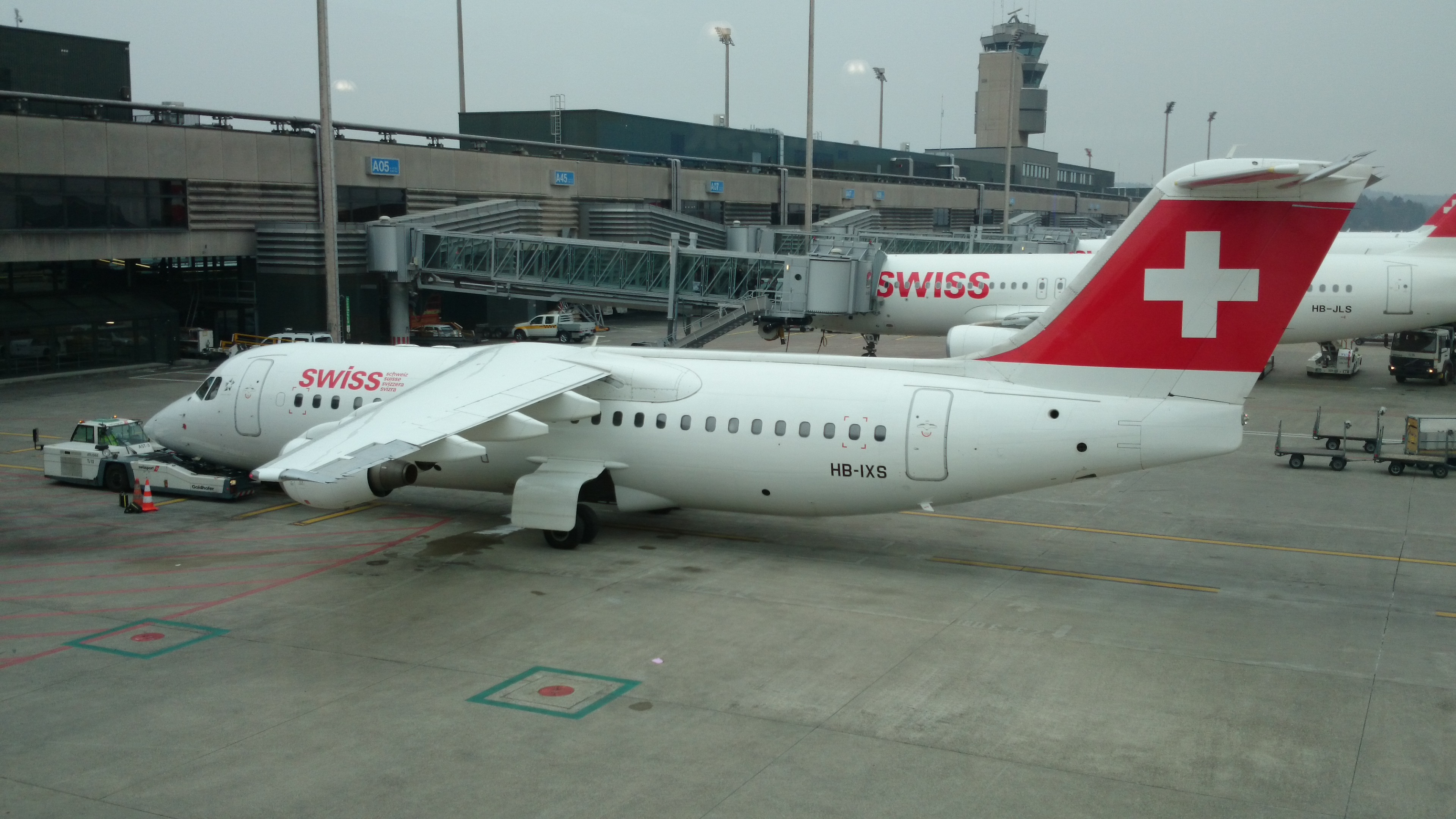 File:Swiss Avro Regional Jet RJ100.JPG.