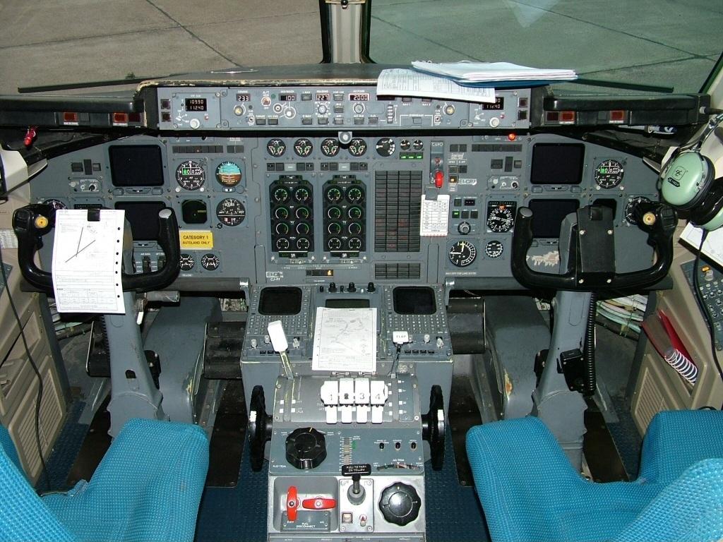 File:Avro Regional Jet RJ70 EuroManx, GRQ Groningen (Eelde.