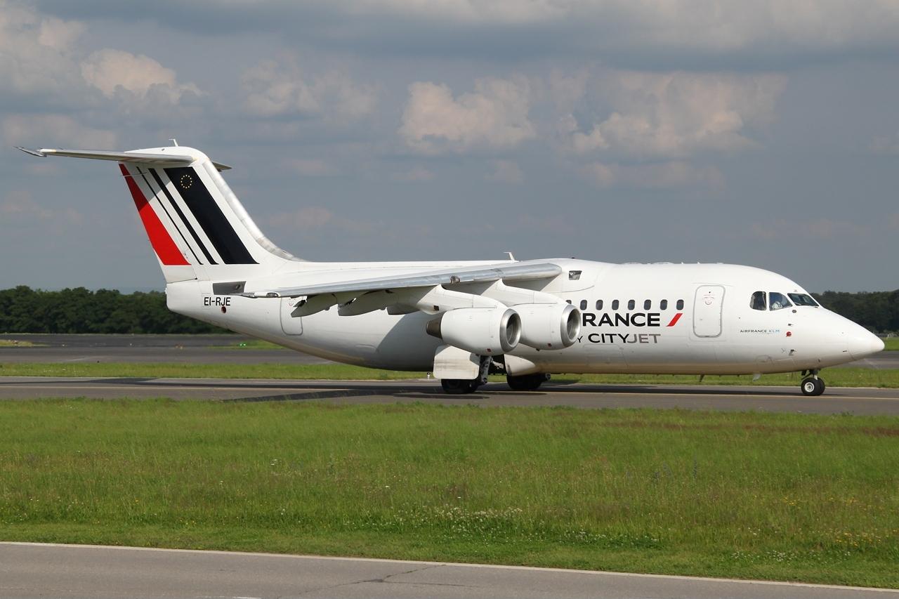 File:Avro Regional Jet RJ85 Air France (CityJet) EI.