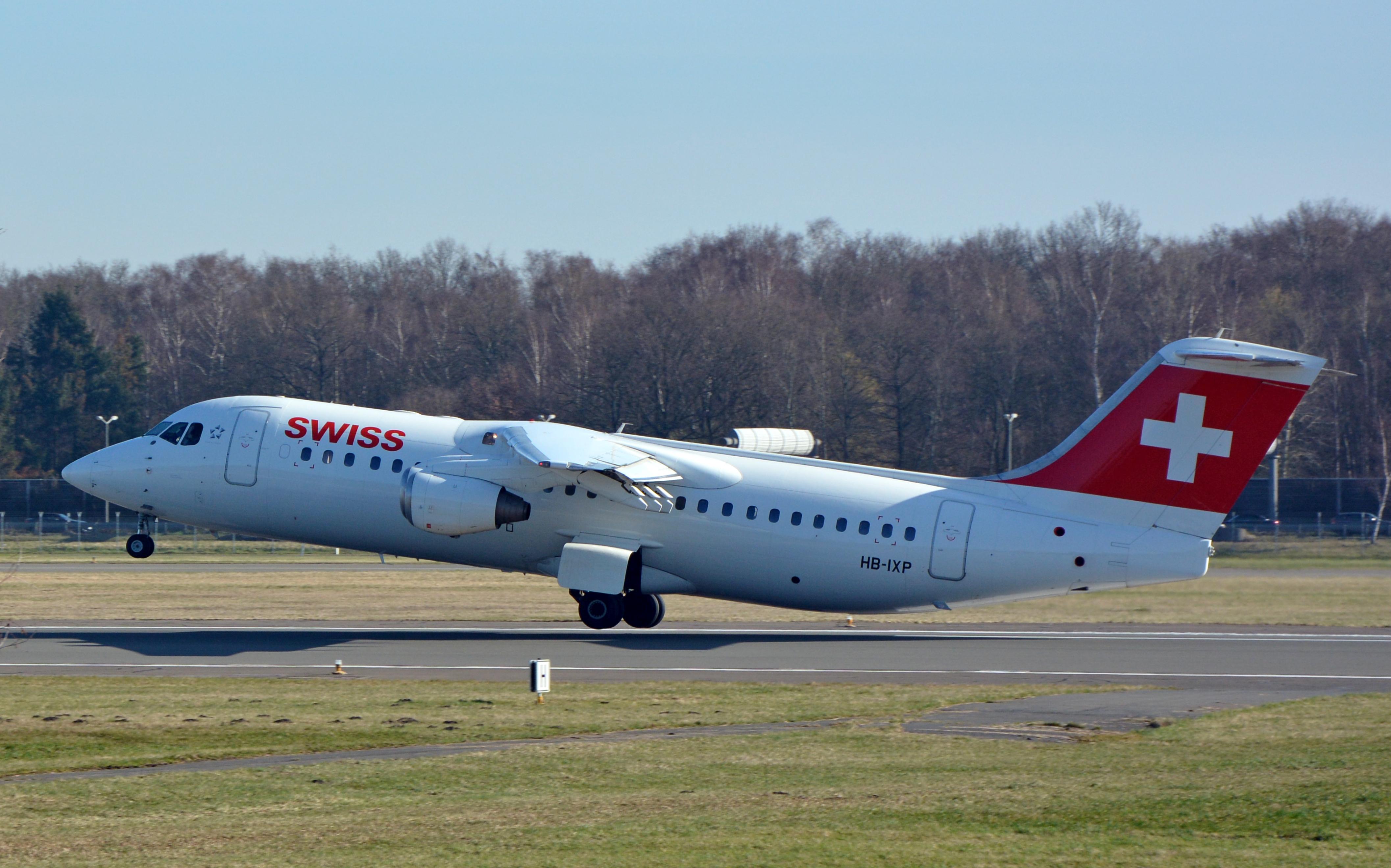 File:Avro Regional Jet RJ100 (HB.
