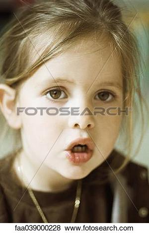 Pictures of Little girl with mouth open, portrait faa039000228.