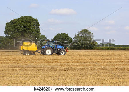 Picture of baling machine with tractor k4246207.