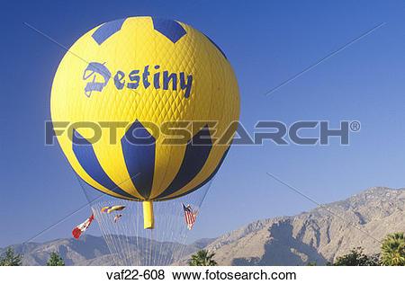 Pictures of A balloon in flight during the Gordon Bennett Balloon.