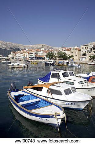 Pictures of Croatia, Krk Island, Baska, Boats anchoring wwf00748.