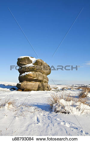 Stock Photo of England, Derbyshire, Baslow Edge. The Eagle Stone.