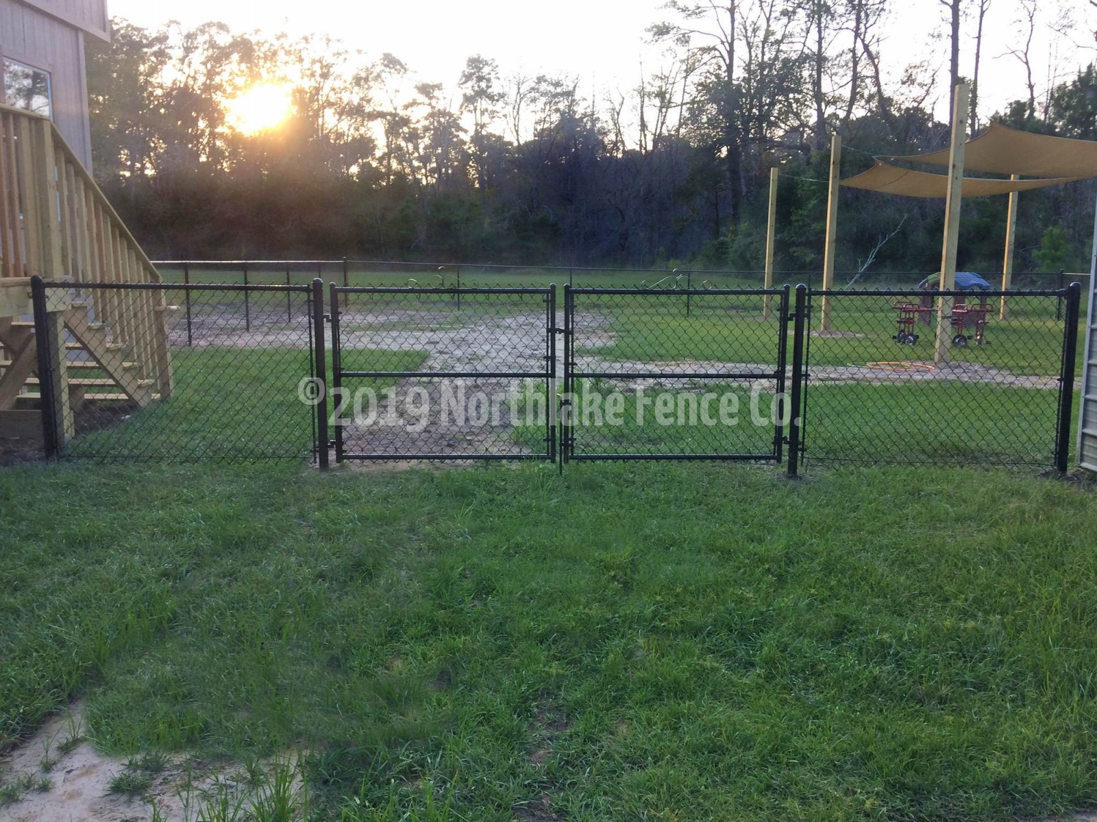Fence clipart fenced yard Transparent pictures on F.