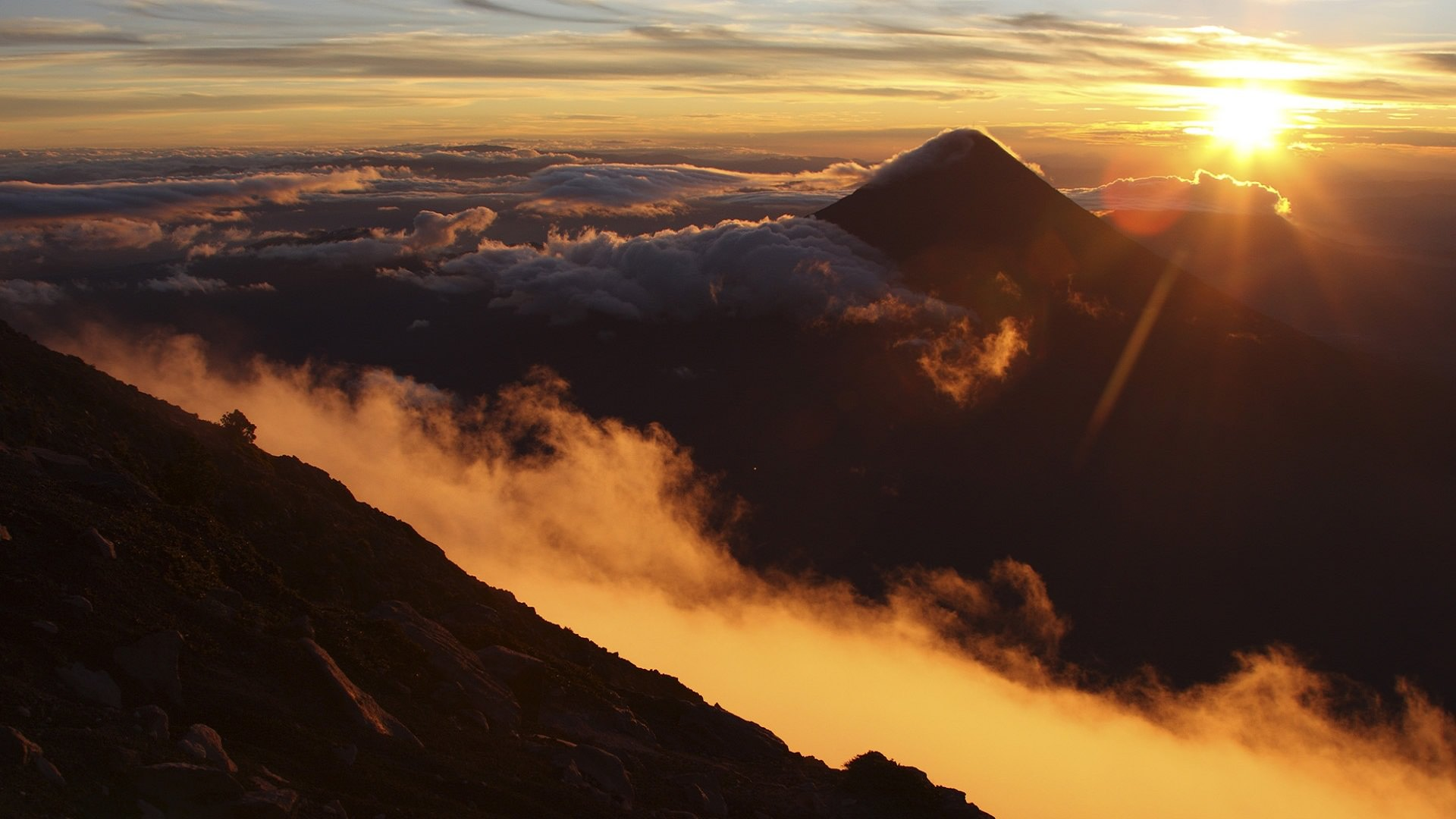 Beautiful mountain sunrise wallpapers.