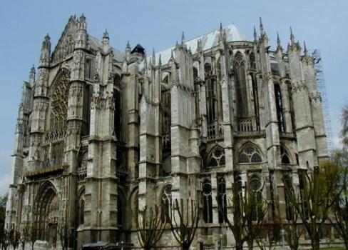 Southeastern facade of Cathedral of Beauvais.