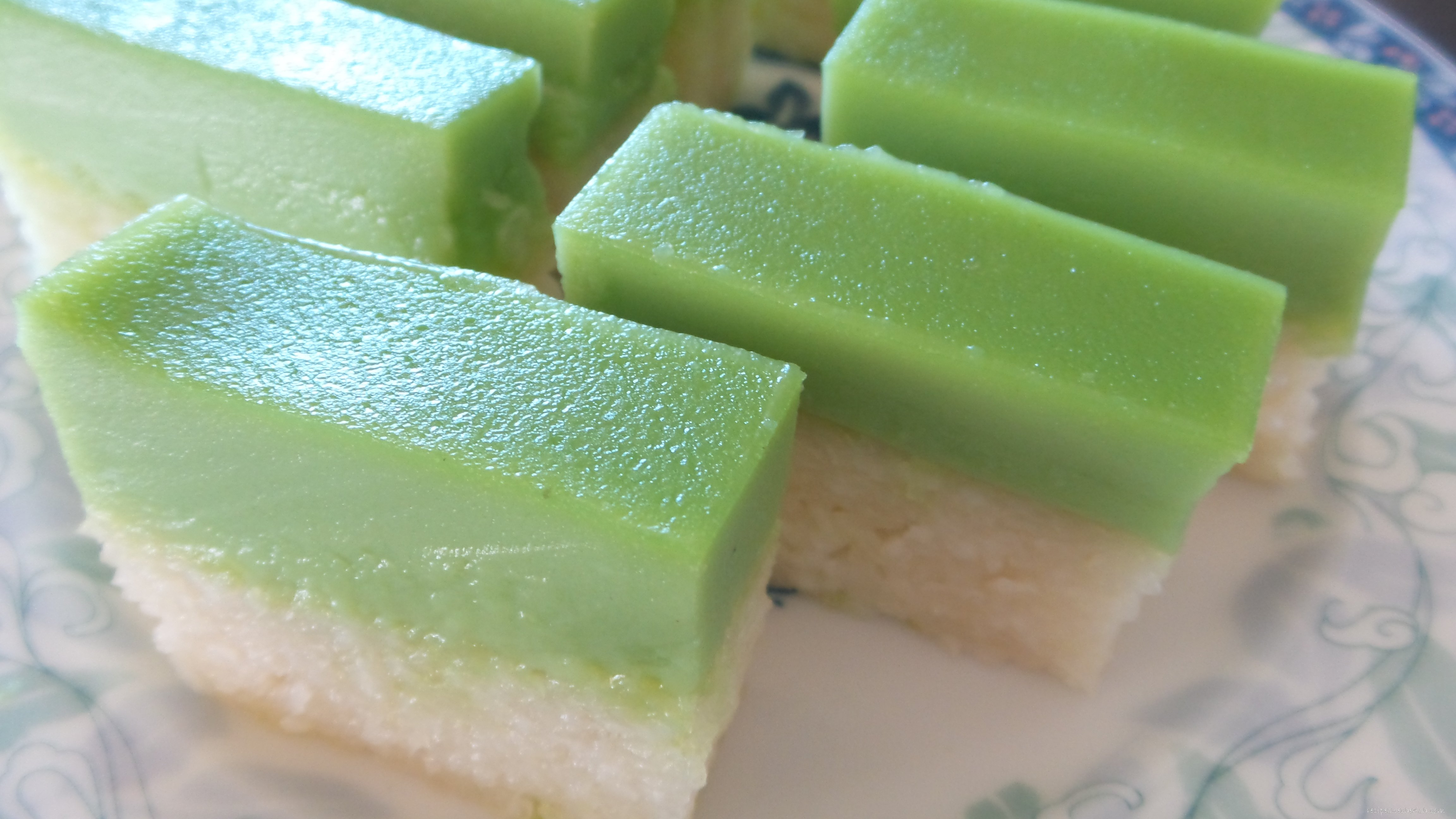 Kueh Salat (Pandan Custard on Glutinous Rice Cake).
