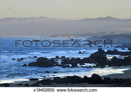 Stock Image of Rocky Big Sur coast x18402605.