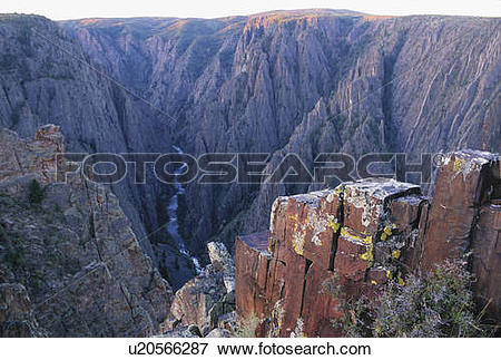 Picture of gunnison river foams through black canyon sheer.