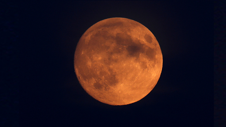 """Watch]South Africans ready for highly anticipated """"blood moon."""