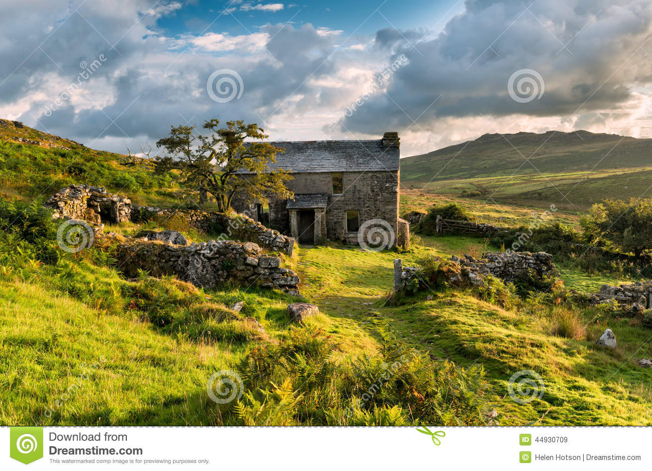 Abandoned Cottage On Bodmin Moor Stock Photo.