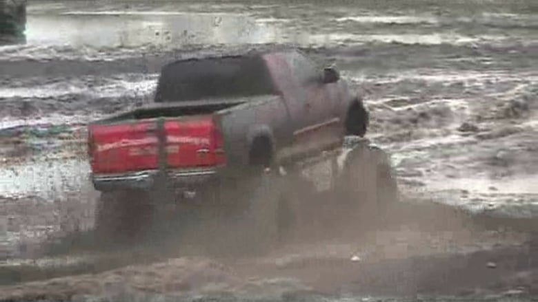 Hog Waller Mud Bog on Vimeo.