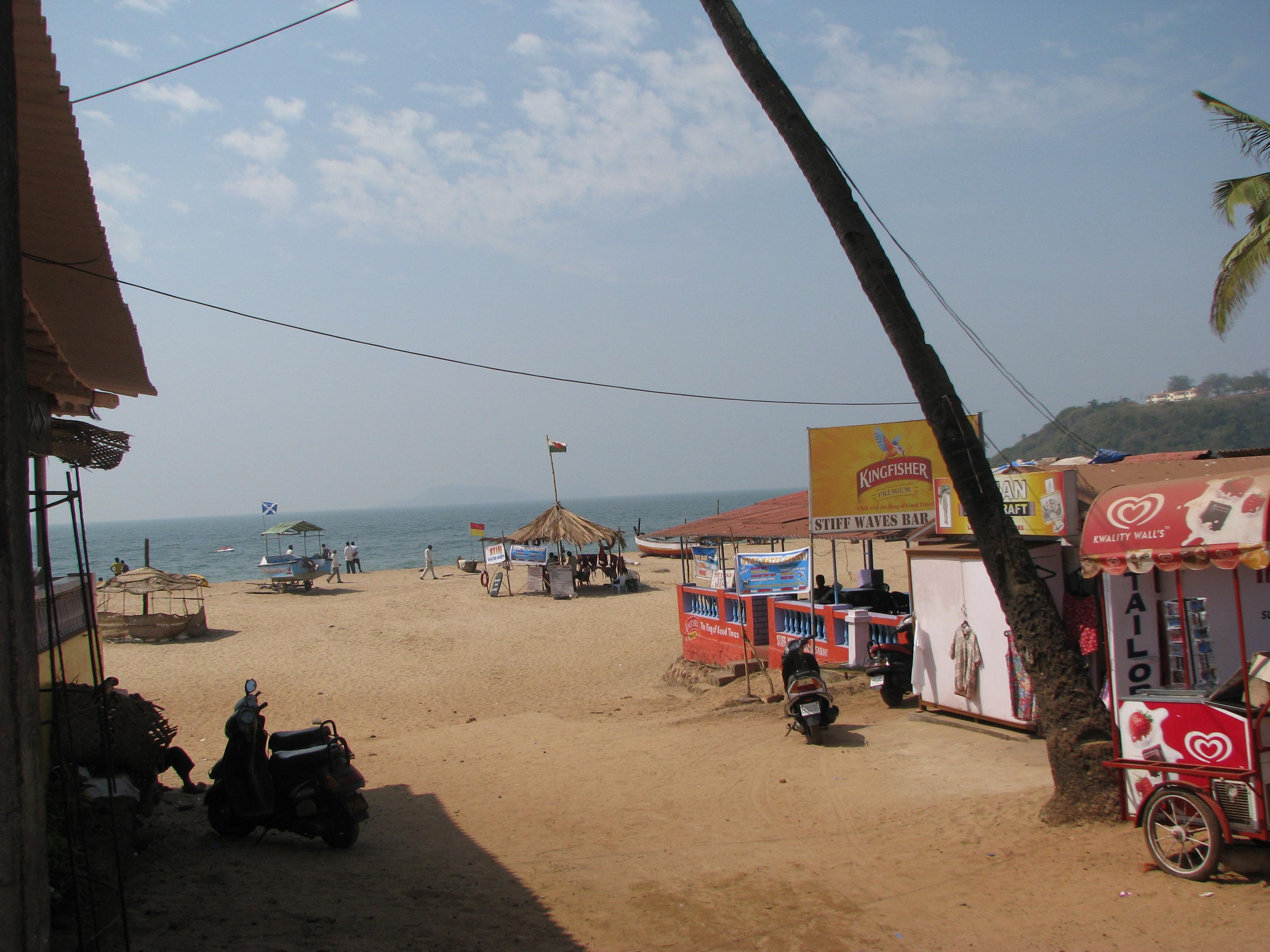 File:Bogmalo beach 2.jpg.