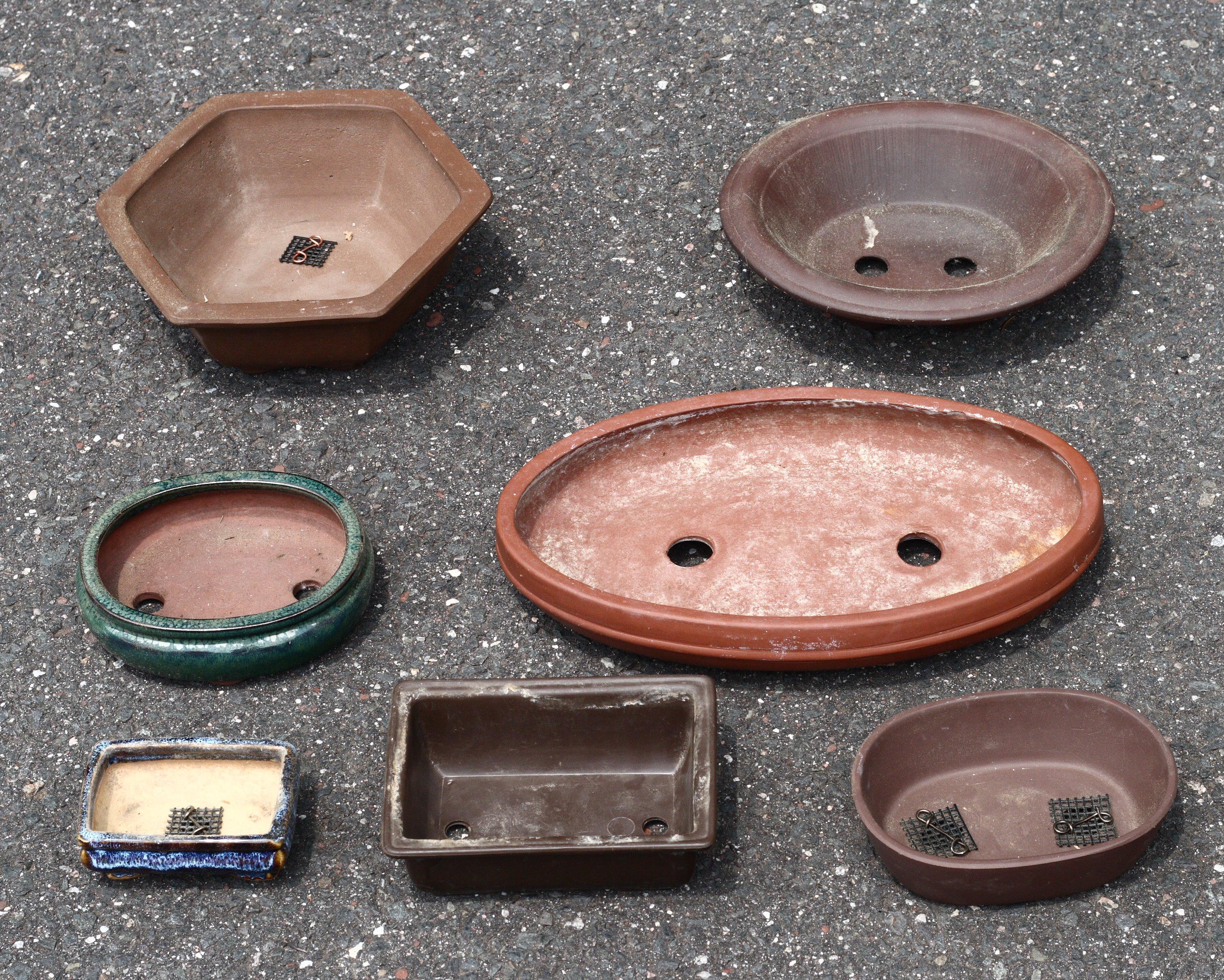 File:Assorted bonsai pots.jpg.