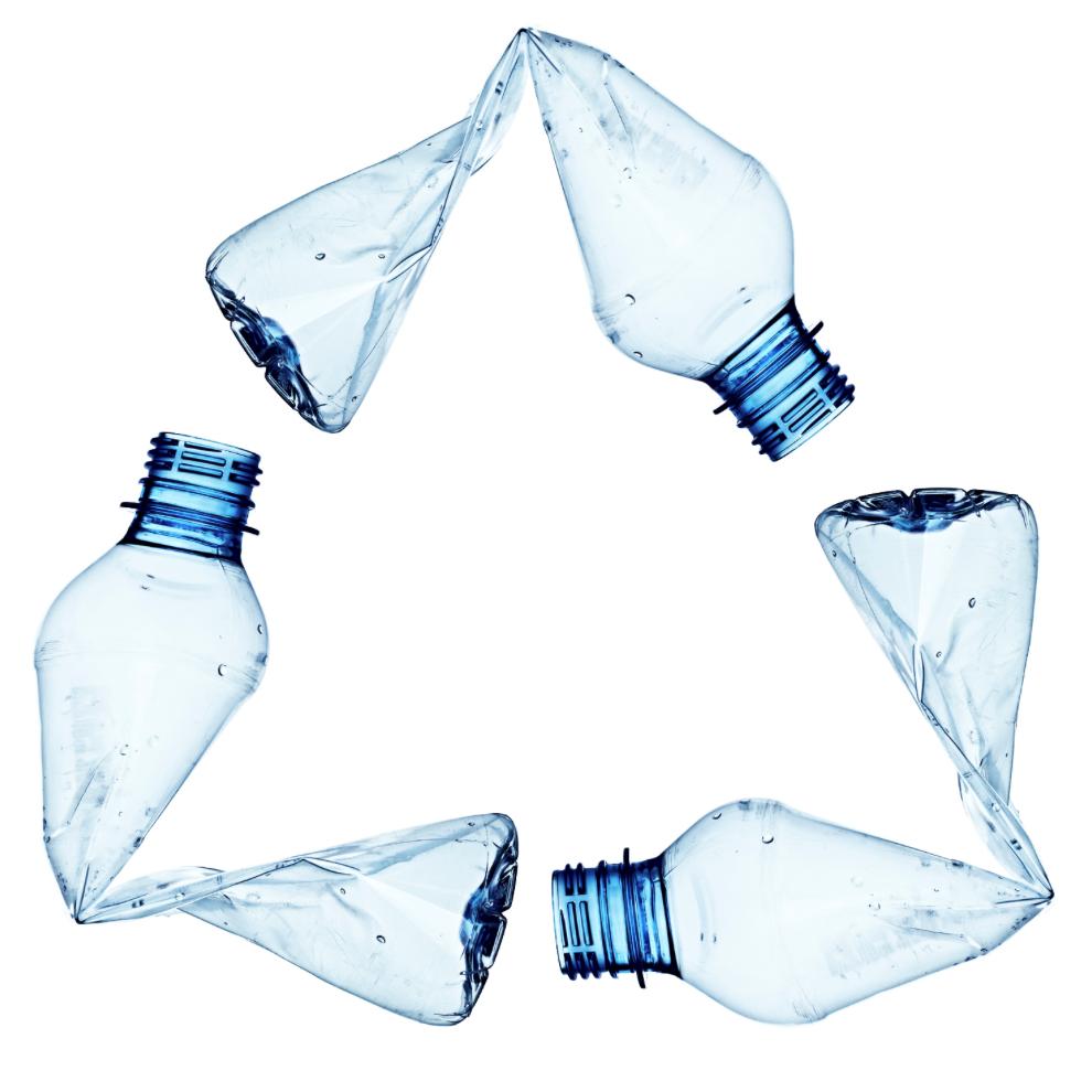 Productos elaborados a partir de botellas de plástico reciclado.